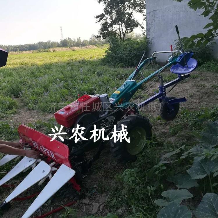四轮玉米秸秆牧草割草机 小型稻麦收割机