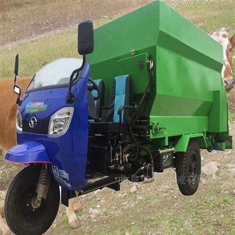 柴油三轮动力撒料车 自走式饲料混合喂料车