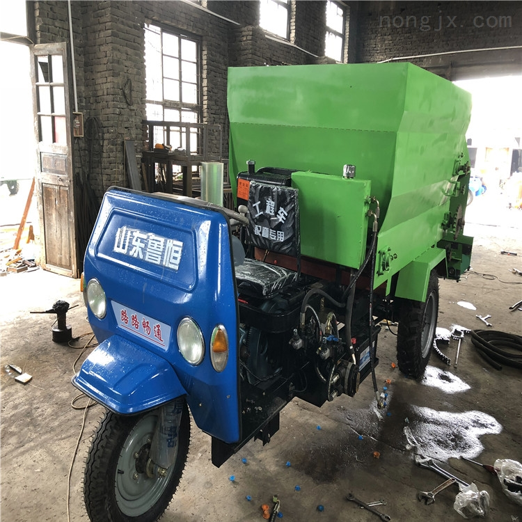 黄牛养殖喂料车 性能强电动喂料机